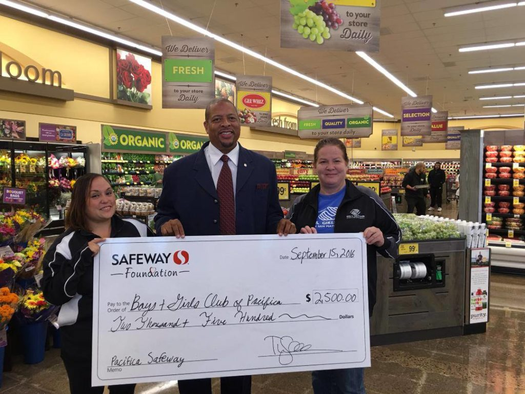 CEO Aubrey Merriman and Pacifica Clubhouse staff at the Safeway Grand Opening.